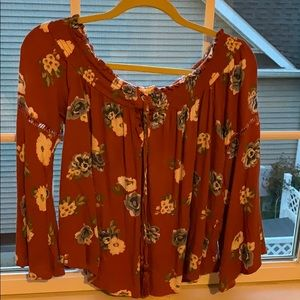 Size Large Nice floral top with great sleeves.